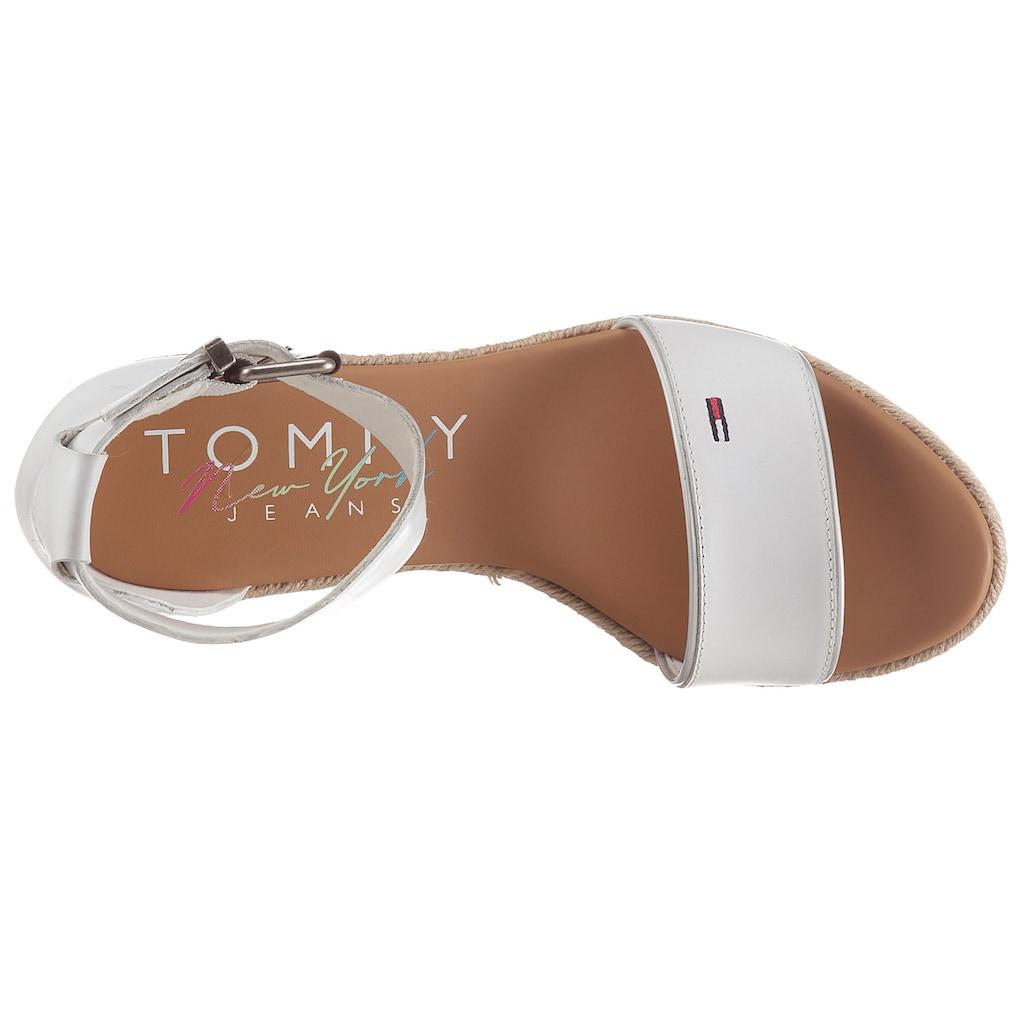 Tommy Jeans Sandalette »ESSENTIAL TOMMY JEANS WEDGE«, mit Bastbezug