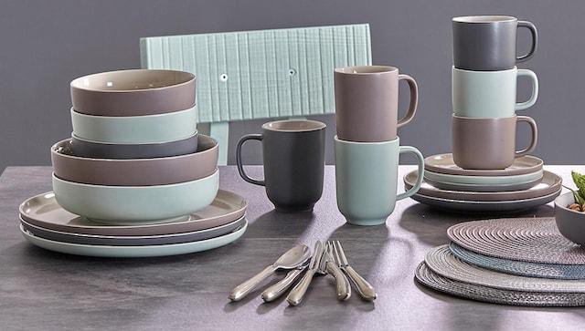 Geschirr-Set in Pastellfarben