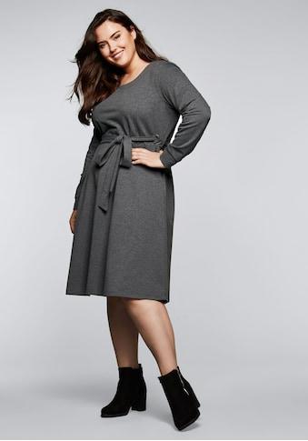 Sheego Sweatkleid, mit Bindegürtel und seitlichen Ösen kaufen