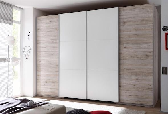 weißer Schwebetürenschrank mit Holz