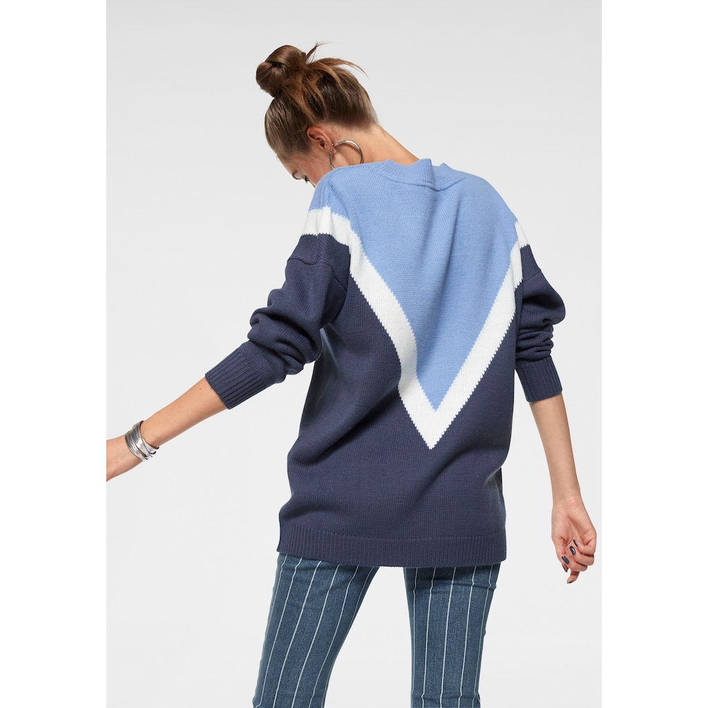 AJC V-Ausschnitt-Pullover, in Colorblocking und Oversize-Form