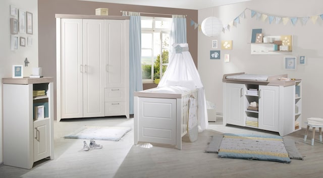 Babyzimmer in Weiß