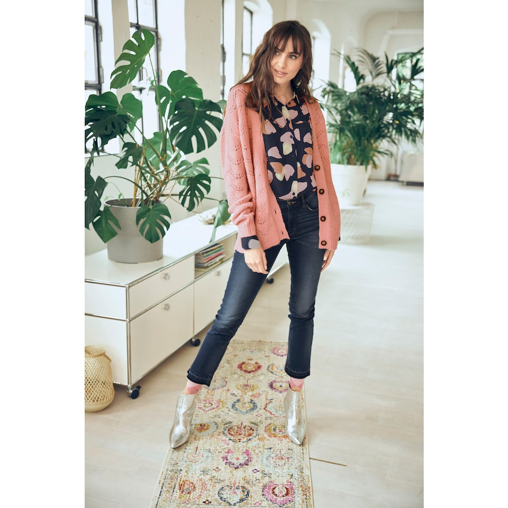 Aniston CASUAL Bootcut-Jeans, mit trendiger Waschung am leicht ausgefranstem Beinabschluss