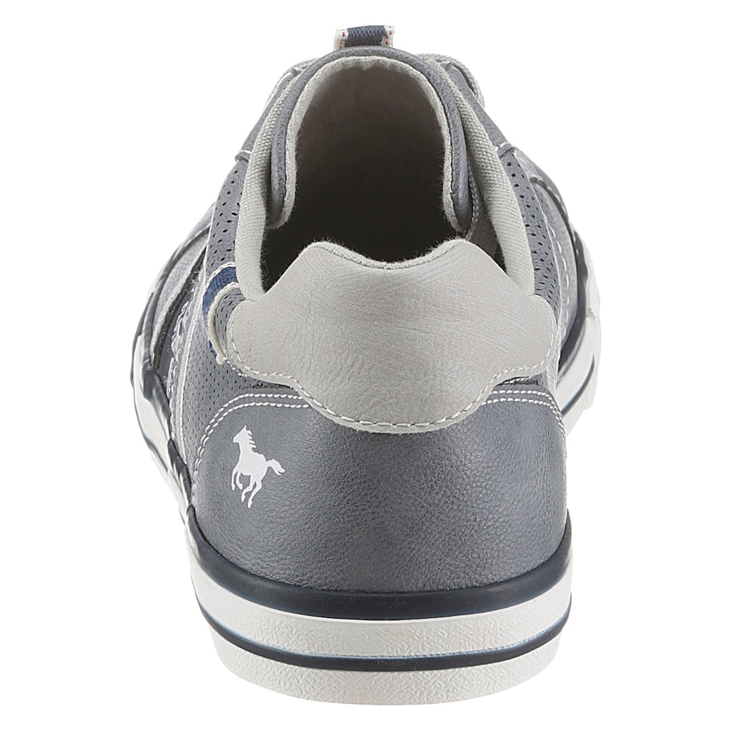 Mustang Shoes Slip-On Sneaker, mit aufgesetzten Schnürsenkeln