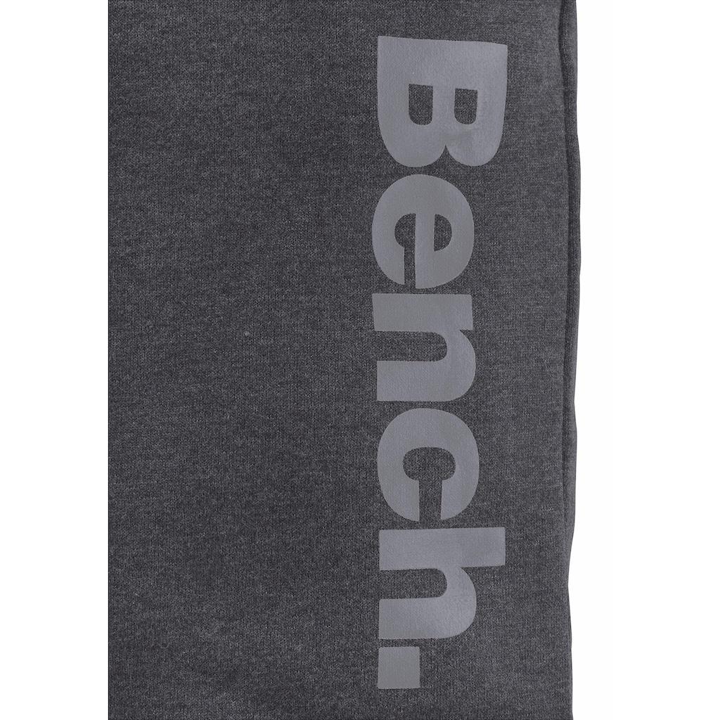 Bench. Sweatbermudas, mit seitlichem Druck