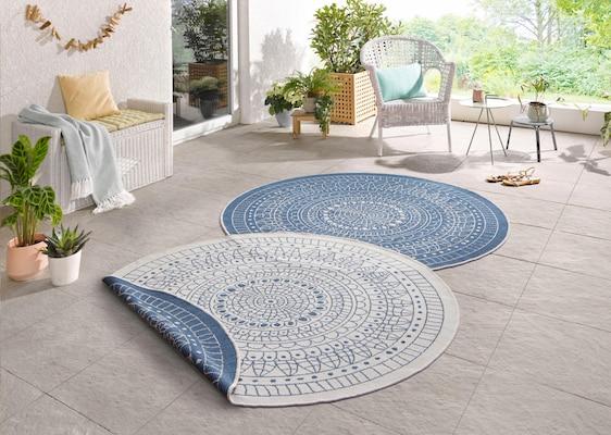 runde Outdoor-Teppiche in Blau-Weiß
