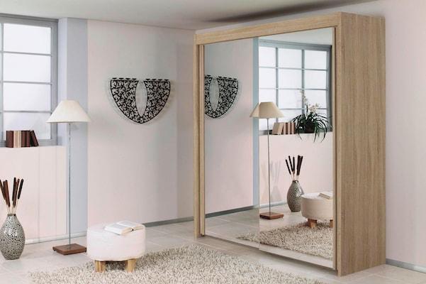 Schiebetürenkleiderschrank mit Spiegel