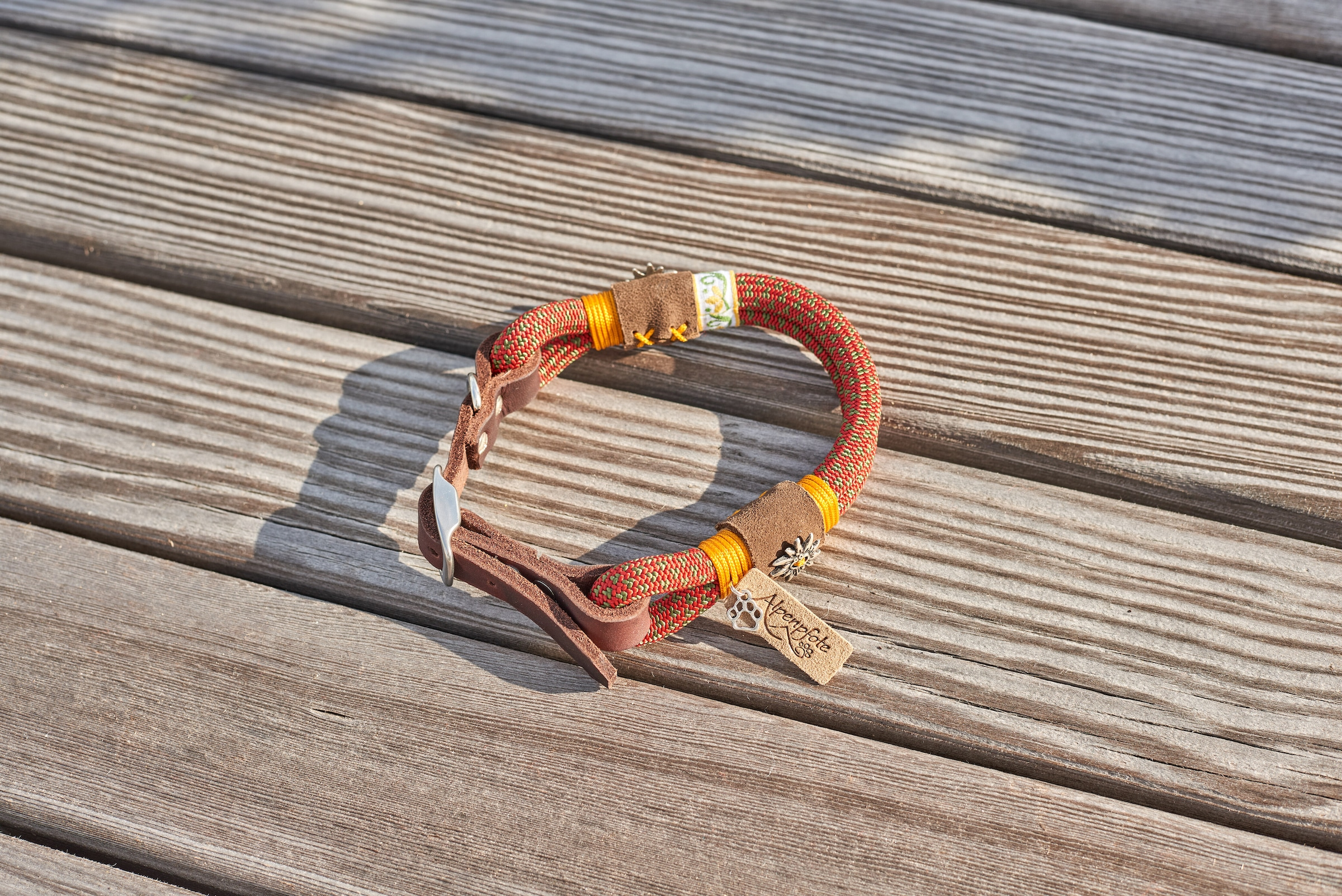 Image of Alpenpfote Hunde-Halsband, Textil-Echtleder, mit drei Stufen verstellbar - Made in Germany